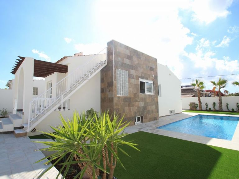 Fully renovated detached villa